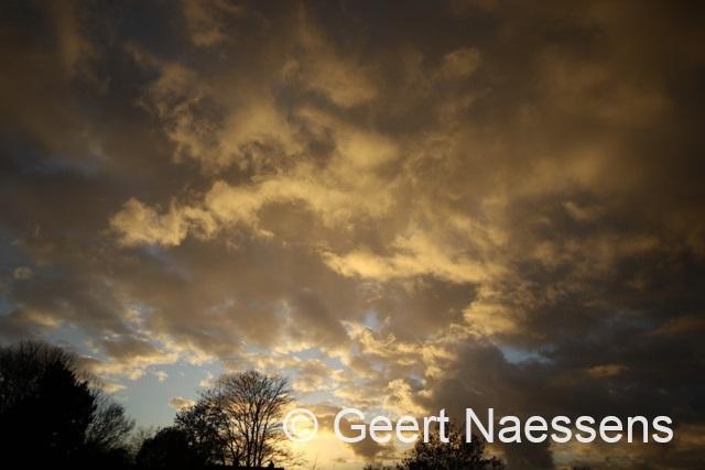Het koelt weer af met binnenlopende wolkenvelden
