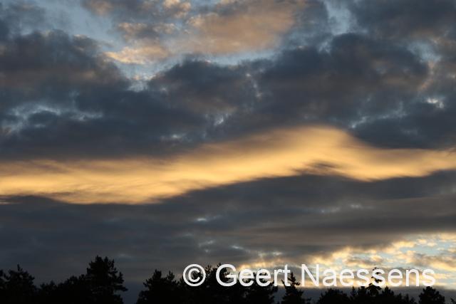 Zon en wolkenvelden, maar wisselend in tijd en plaats